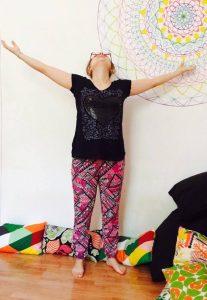 posizione yoga stiramento paradisiaco