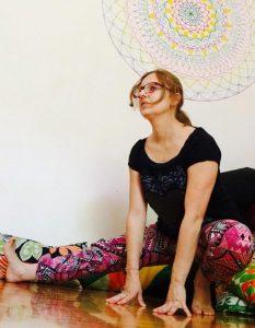 posizione yoga il mezzo accovacciamento