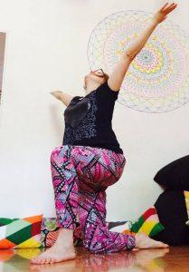 posizione yoga l'alzata